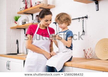 Loiro menino avental mãe Foto stock © pressmaster