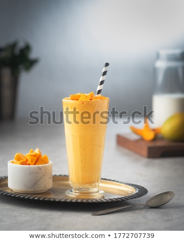 Mango milkshake groot glas vers smoothie Stockfoto © IngaNielsen