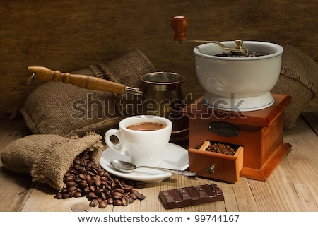 Kahve ahşap öğütücü fasulye cam fincan Stok fotoğraf © OleksandrO