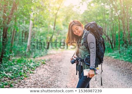 jonge · vrouwelijke · fotograaf · wandelen · bos · jonge · vrouw - stockfoto © diego_cervo
