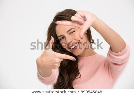 jóvenes · feliz · mujer · mirando · dedo · marco - foto stock © rosipro