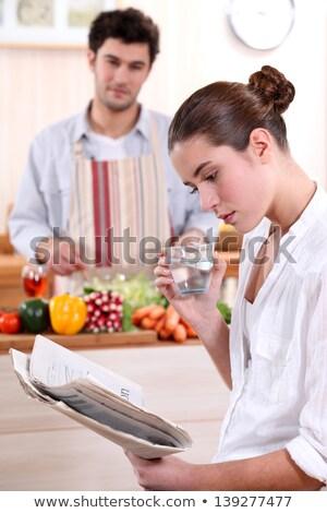 若い女性 読む 新聞 彼氏 ランチ 水 ストックフォト © photography33
