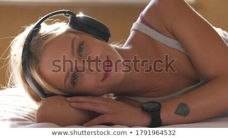 belo · mulher · loira · relaxante · casa · sorridente · caucasiano - foto stock © wavebreak_media