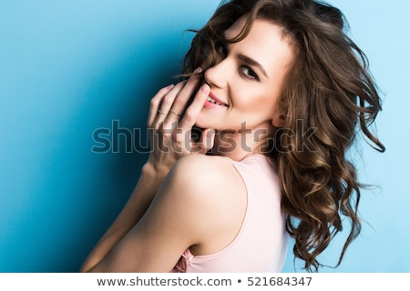 közelkép · portré · boldog · fiatal · lány · göndör · haj · mutat - stock fotó © andersonrise