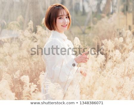 Aantrekkelijk meisje kort haar portret aantrekkelijk kaukasisch meisje Stockfoto © kokimk