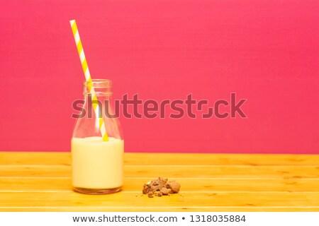 Half fles banaan cookie pint glas Stockfoto © sarahdoow