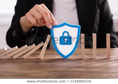 pessoa · manter · escudo · segurança · isolado · branco - foto stock © andreypopov