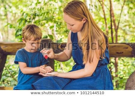 матери сын мыть стороны гель парка Сток-фото © galitskaya