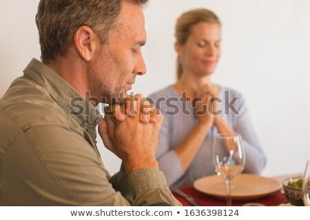 Familie bidden voedsel eettafel home Stockfoto © wavebreak_media