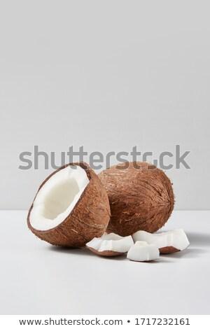 Half geheel natuurlijke organisch kokosnoot vruchten Stockfoto © artjazz