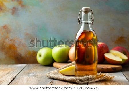 Botella zumo de manzana vinagre mesa de madera frutas bebidas Foto stock © dolgachov