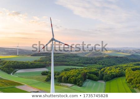 verde · pradera · aerogenerador · hermosa · tecnología · campo - foto stock © ansonstock