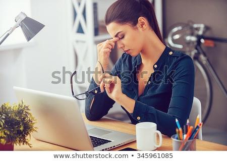 hangsúlyos · nő · számítógéppel · nő · probléma · számítógép · iroda - stock fotó © smithore