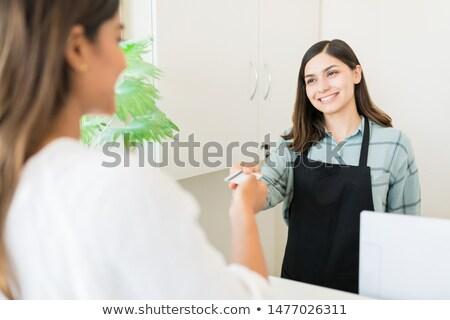 Nő recepció manikűrös portré fiatal nő keresztbe tett kar Stock fotó © wavebreak_media