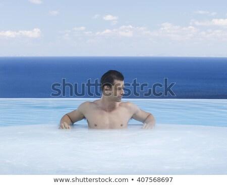 piscina · feliz · a · la · gente · relajarse · bañera · de · hidromasaje · jóvenes · mujer - foto stock © kurhan