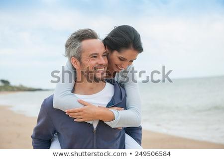 Stok fotoğraf: Romantik · ayakta · gülme · plaj · gün · batımı