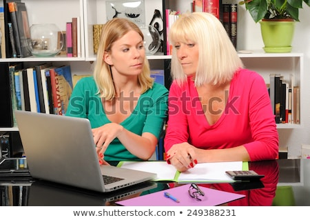 Stockfoto: Senior · vrouw · verzorger · laptop · creditcard · vrouwen