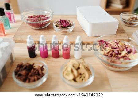 Bar mydło masa przyprawy wyschnięcia kwiaty Zdjęcia stock © pressmaster