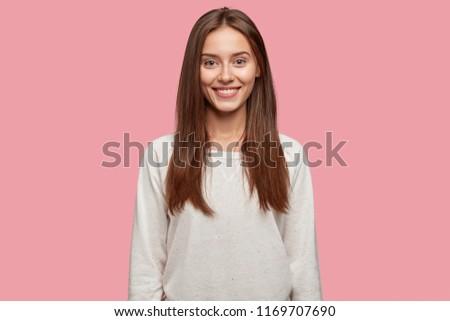 Horizontaal shot mooie vrouw gestreept shit Stockfoto © vkstudio