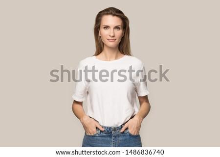 Caucásico jóvenes femenino modelo gafas Foto stock © vkstudio