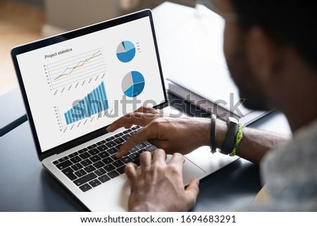 концентрированный молодые мужчины менеджера интернет проект Сток-фото © vkstudio