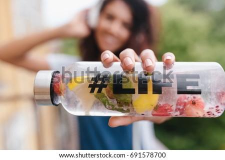 Foto atraente morena jovem feminino garrafa Foto stock © vkstudio