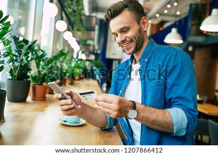 Gülen adam kredi kartı telefon Stok fotoğraf © photography33