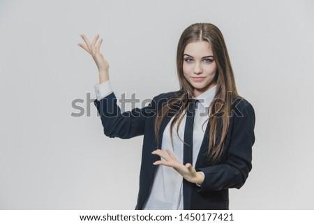 mutlu · kadın · gözlük · işaret · parmak · uzak - stok fotoğraf © wavebreak_media