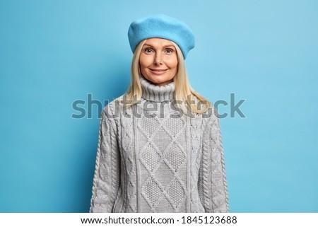 Stockfoto: Blond · vrouwen · toevallig · grijs · gebreid