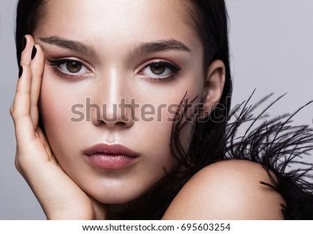 beleza · profissional · make-up · morena · vermelho - foto stock © gromovataya