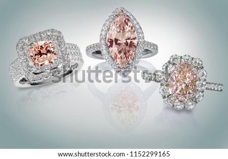 обручальное кольцо Diamond подушка Cut гало изолированный Сток-фото © fruitcocktail