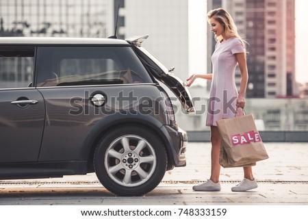 白人 女性 ショッピングバッグ 車 笑みを浮かべて 少女 ストックフォト © vlad_star