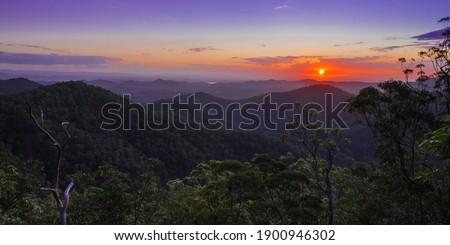 Vooruitzicht bergen heuvels skyline hemel landschap Stockfoto © artistrobd