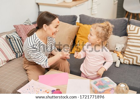 Stok fotoğraf: Mutlu · anne · bebek · kız · oturma · odası · ev