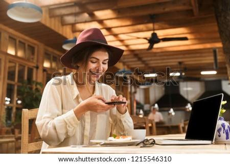 Portre memnun kadın şapka Stok fotoğraf © deandrobot