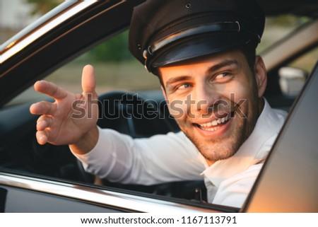 Portret jonge kaukasisch chauffeur man Stockfoto © deandrobot