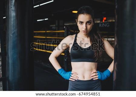 Twee aantrekkelijk atletisch meisjes vechten permanente Stockfoto © amok