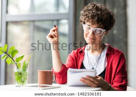kalem · defter · kahve · fincanı · gözlük · stok · fotoğraf - stok fotoğraf © pressmaster