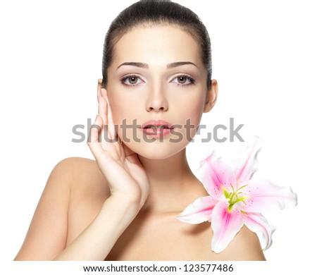 Mooie gezicht mooie jonge vrouw lelie handen Stockfoto © serdechny