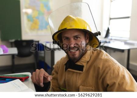 Gelukkig mannelijke kaukasisch brandweerman Stockfoto © wavebreak_media