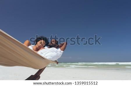 fiatal · pér · megnyugtató · függőágy · úszómedence · trópusi · üdülőhely - stock fotó © wavebreak_media