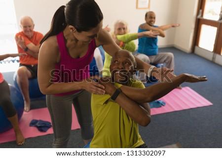 Front widoku kobiet trener szkolenia starszy Zdjęcia stock © wavebreak_media