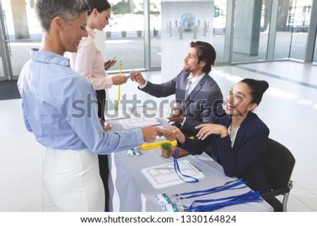 Widok z boku różnorodny ludzi biznesu konferencji rejestracja tabeli Zdjęcia stock © wavebreak_media