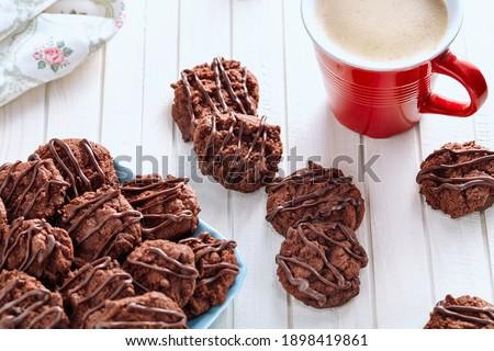 Biały czekolady suchar cookie taca Zdjęcia stock © DenisMArt