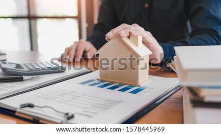 Acheter vendre immobilier vente représentant proposer Photo stock © snowing