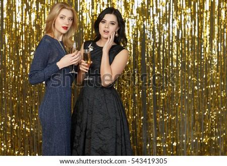 Dos las mujeres jóvenes fiesta hermosa mujer nina Foto stock © stepstock