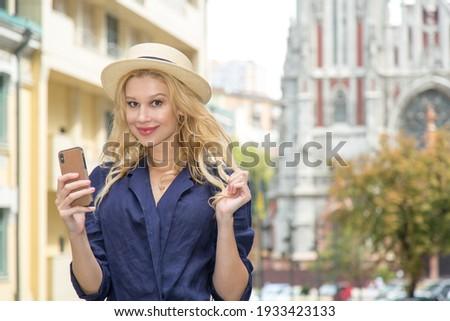 Stockfoto: Mooie · moderne · vrouw · smartphone · virtueel · interface
