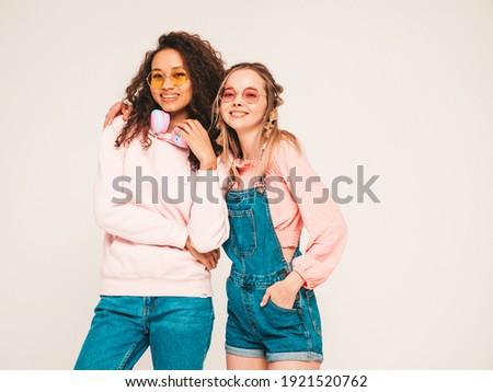 Kettő fiatal szexi nő szürke divat stúdió Stock fotó © Aikon