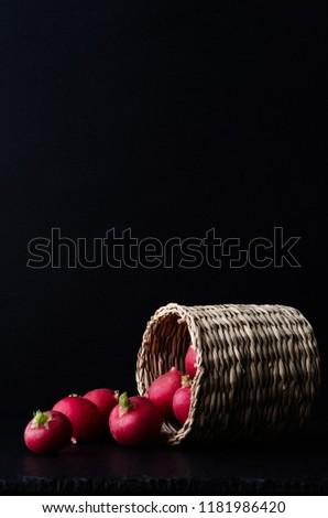 Turp sepet siyah yan dışarı yüzey Stok fotoğraf © frannyanne