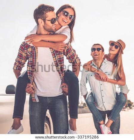 groep · gelukkig · jonge · vrouwen · genieten · auto · reis - stockfoto © boggy